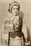 M.Glemžaitė. Lietuvių tautiniai drabužiai. Vilnius, 1955. Aukštaičių-vilniečių antkaktė su nuometėliu